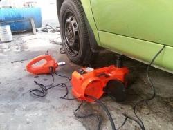 Bộ dụng cụ thay lốp xe ô tô đa năng